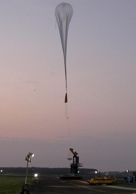大気球放球の様子