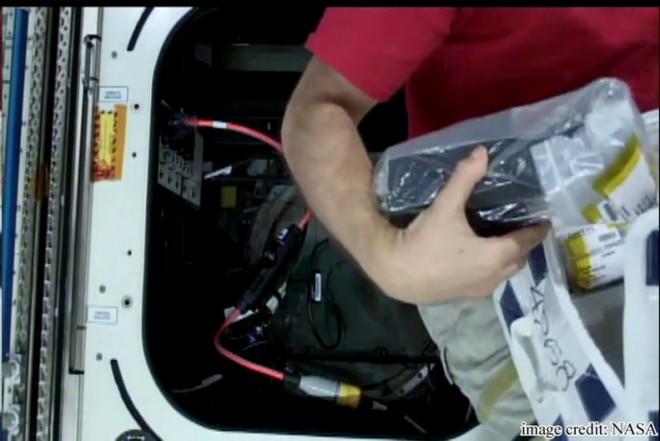 メテオ運用室のISSライブ映像(映像提供NASA)