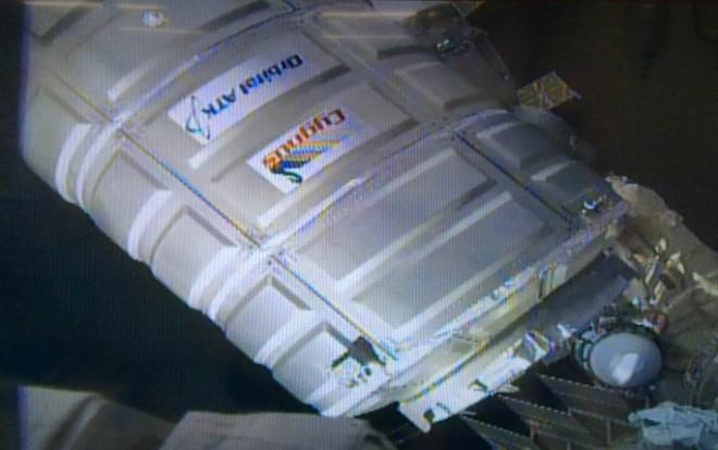ISSのUnity(Node1結合機構)にドッキング直前のOA-6 / メテオ運用室のISSライブ映像(映像提供NASA)