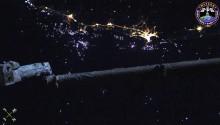 2017年6月3日18時2分頃(GMT) 、ベトナム北部の夜景です.無数の漁火が見られます.画面中央はISSのロボットアームです.