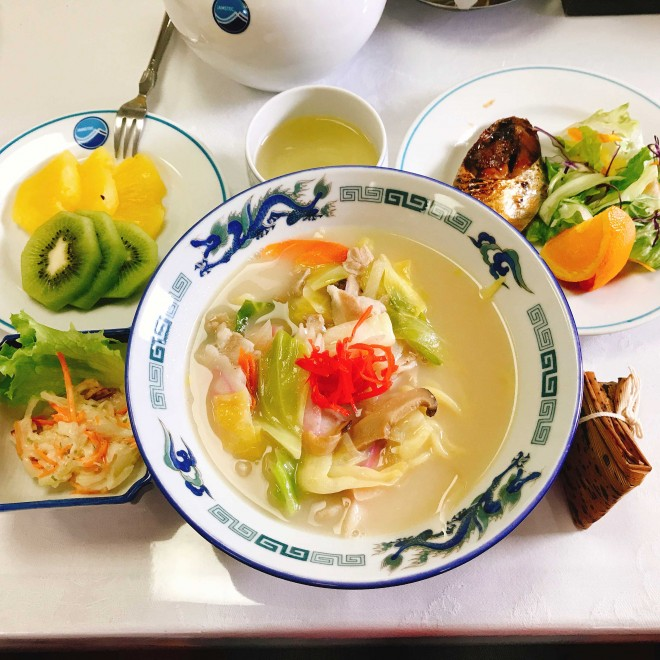 ちゃんぽん、中華ちまき、マヨサラダ、煮魚、フルーツ+ご飯